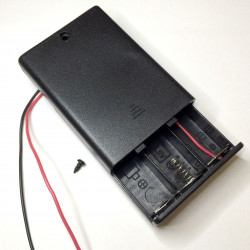 BATTERY HOLDER, AAx3, ENCLOSED w/SWITCH